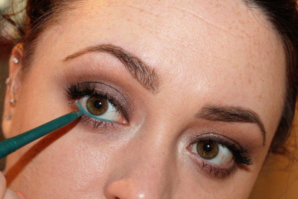 easy fun gel eye liner look