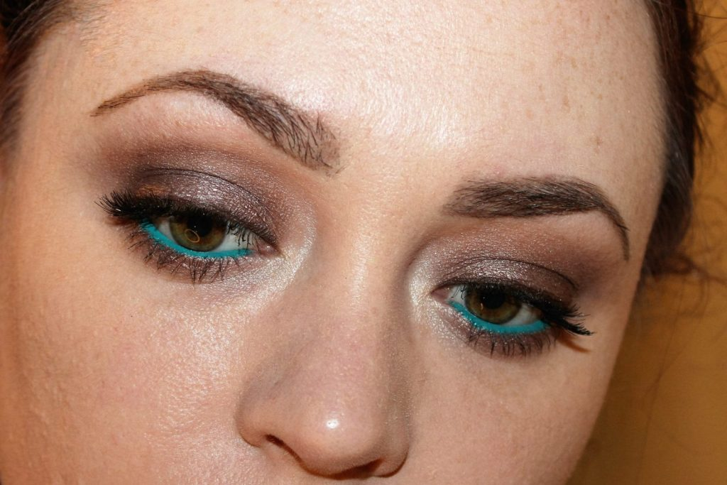 easy fun coloured eye liner