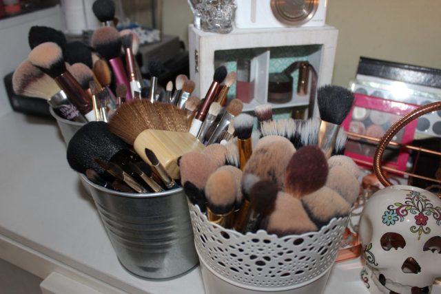 simple makeup brush cleaning tips