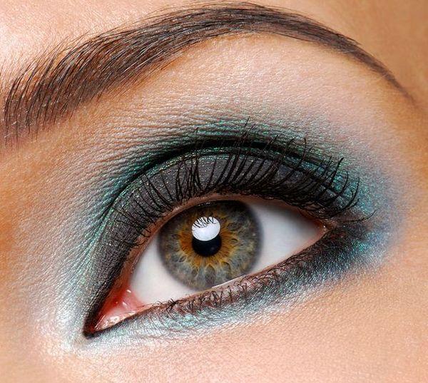 Smokey eyes makeup at home