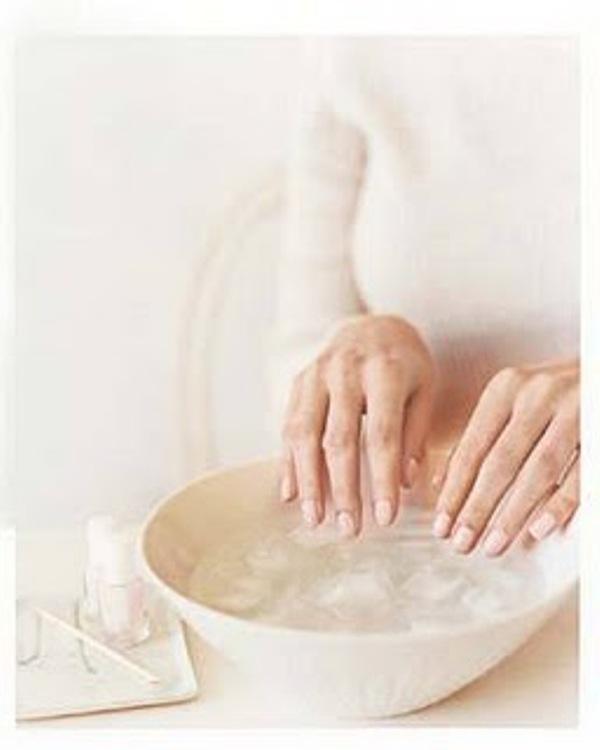 The fastest way to dry nail polish