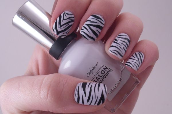 DIY Zebra print nails - Beauty Ramp