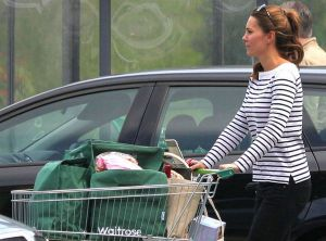 rs_560x415-130827103342-1024.Kate-Middleton-Shopping.mh.082713