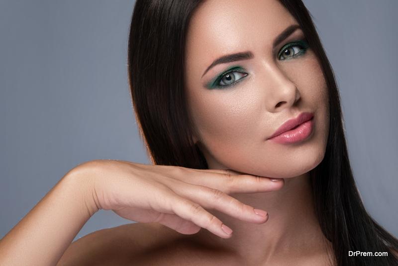 gework of a concealert natural makeup look with dark skin