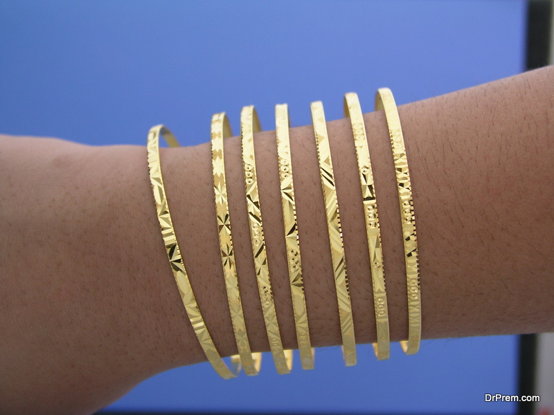Style-Your-Golden-Bangles