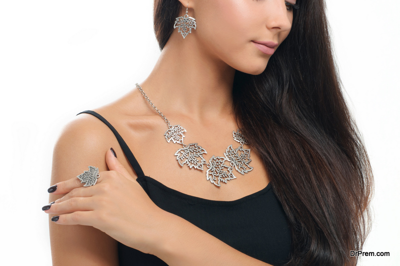 Wear High-End Costume Jewelry with Panache