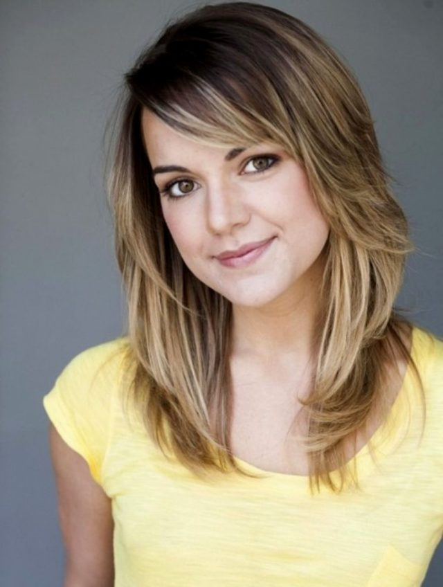 15 Stylish Shoulder Length Hairstyles and Haircuts For Women