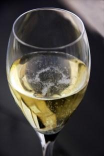 beauty-routine-Umberta-Gnutti-Beretta-Glass_of_champagne