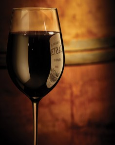 beauty-routine-francesca-tommasi-sacchi-red-wine-glass