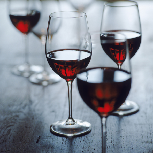 Beauty-Routine-Sergio-Colantuon-vino-rosso