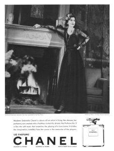 Coco Chanel nella campagna pubblicitaria di Chanel N°5 apparsa nel 1937 su Harper's Bazaar America
