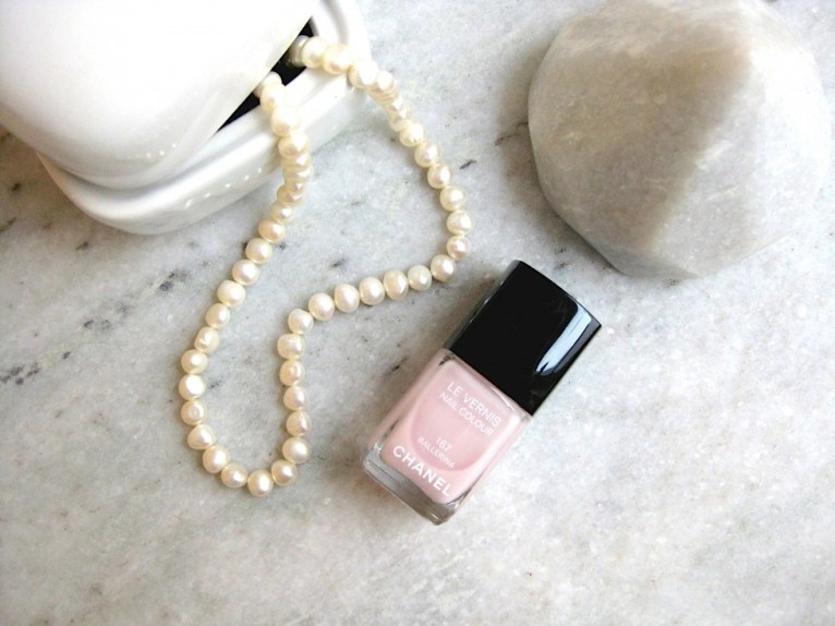 Beauty-routine-Daniela-Baffi-smalto-chanel