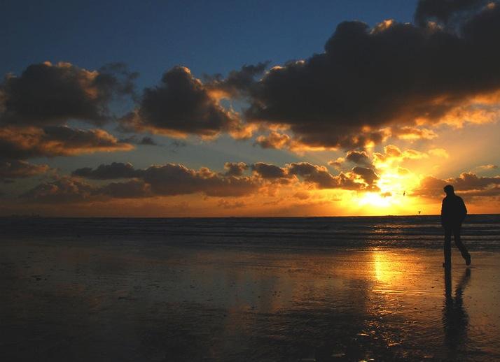 Beauty-routine-Giovanni-Carpenzano-passeggiare-al-tramonto