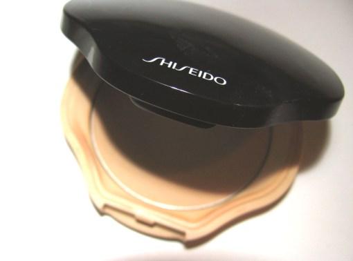 Beauty-routine-Roberta-Ferrari-shiseido-compact