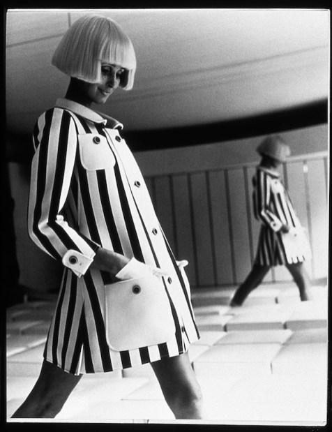 estee-lauder-courreges-19681969-tuniqueRayure040