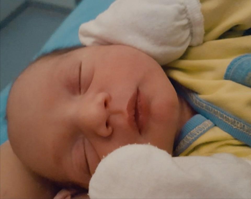 Новородено беебе със секцио