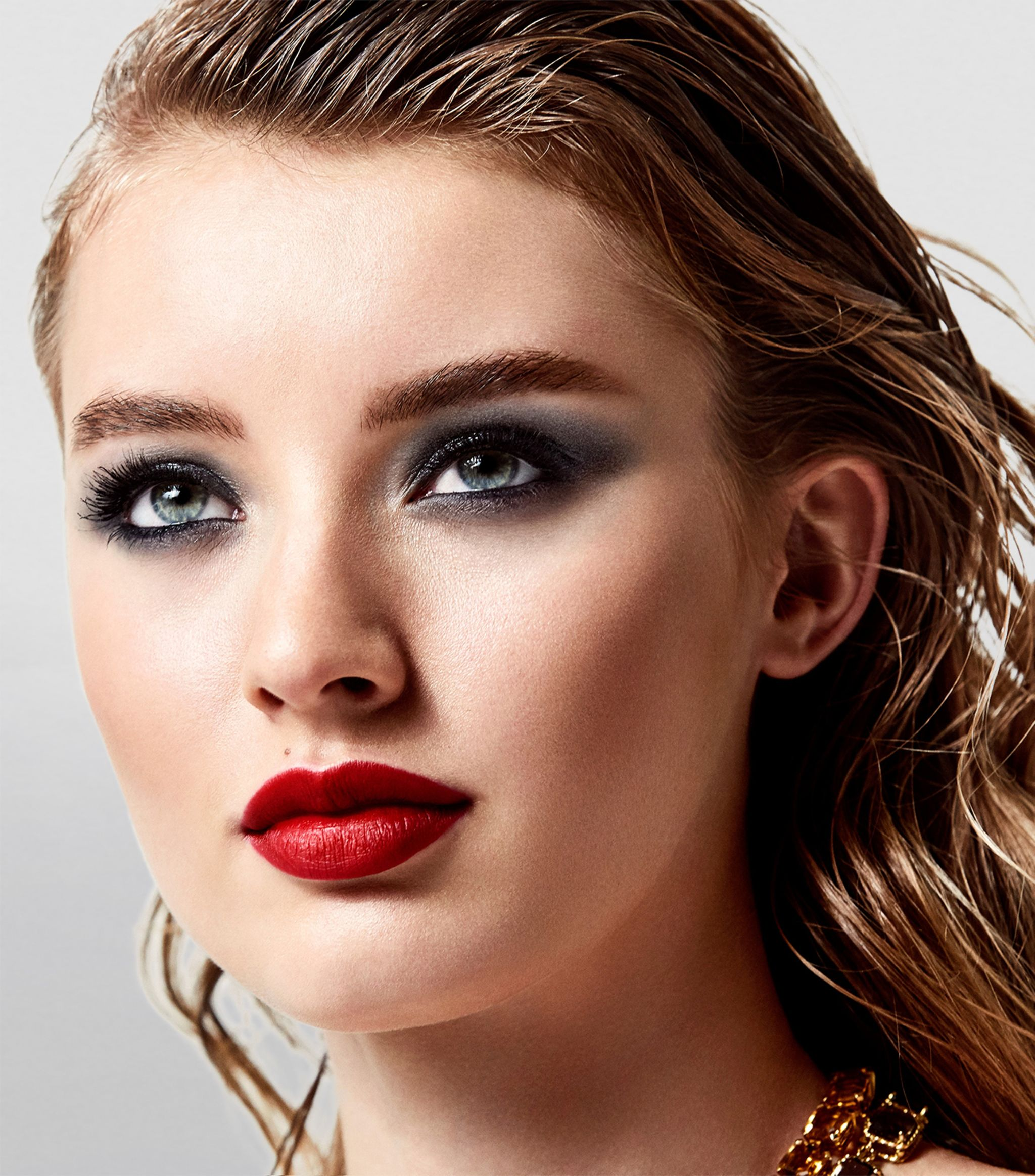 Dolce Gabbana Beauty Passionlips Lipstick Beautyvelle Makeup News 120 passion is, as i have said, a pinky red with lots of gold shimmer. dolce gabbana beauty passionlips