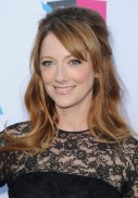 Judy-Greer-Half-Up-Half-Down-Hairstyle-with-Side-Swept-Bangs
