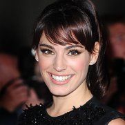 kelly-brook-side-swept-fringe