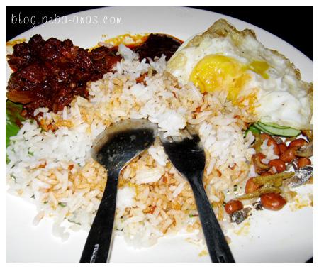 Nasi Lemak Kukus..makan dlu baru ingat nak snap gambar..hahahha..