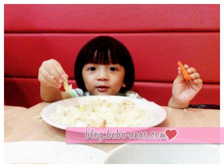 makan-chicken-rice-shop-01