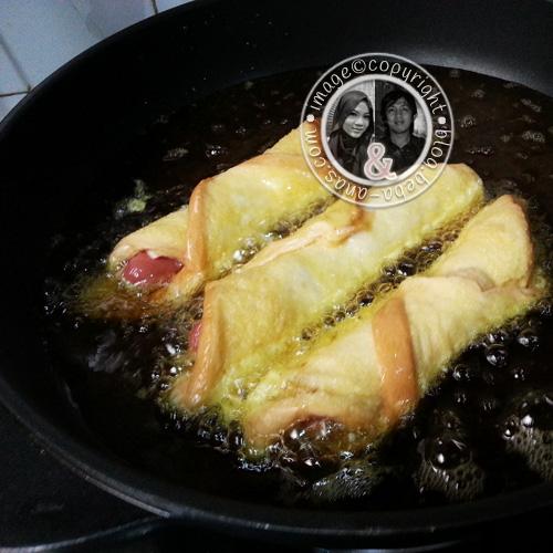 Simple Breakfast recipe - Roti Hotdog and Cheese