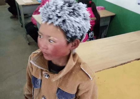 Demi Keinginan Bersekolah Seorang Anak Rela Berjalan di Suhu Minus 9° C Sejauh 4,8 Km