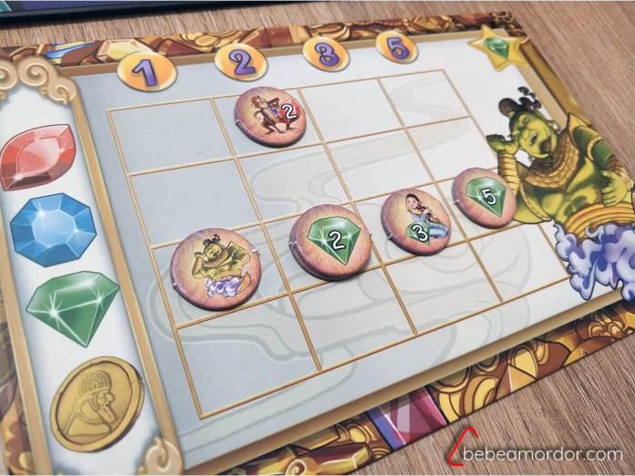 Fila completa en tablero de puntuación del juego de mesa Aladino