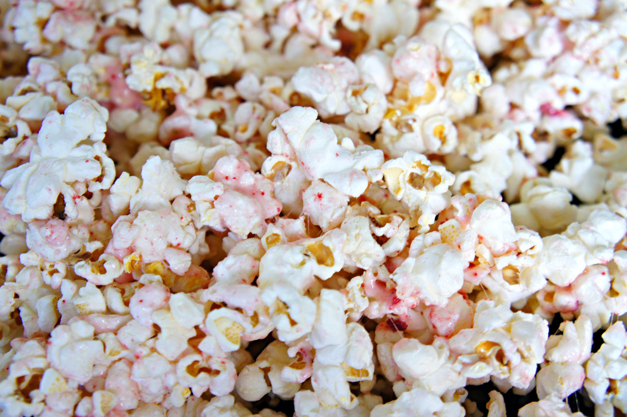 Valentine's: Dye-Free Pink Strawberry Popcorn. Made with real strawberries. - Bebe and Bear