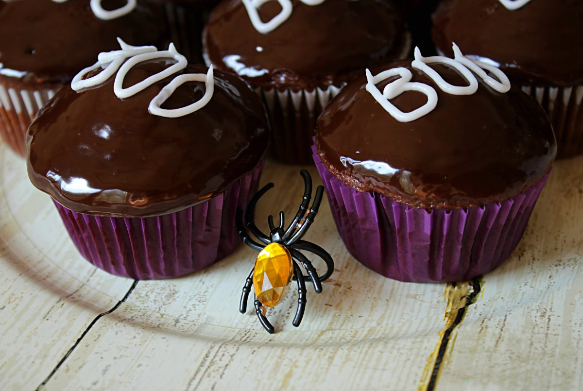 Super Simple BOO chocolate ganache glazed Halloween Cupcakes