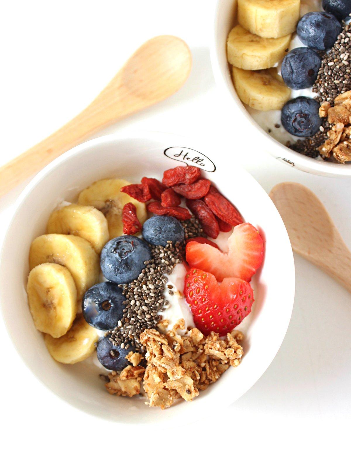 Healthy and Simple Yogurt parfait for kids