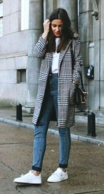 Casual Chic Women Outfits For Winter To Look Good 29