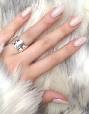 Cute And Chic Nail Design Ideas For Brides 23