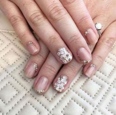 Cute And Chic Nail Design Ideas For Brides 41