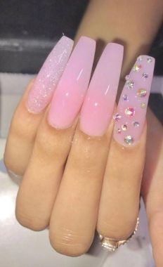 Pretty Acrylic Nails Ideas To Perfect Your Styles 04 1