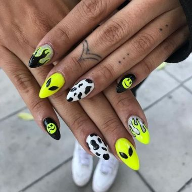 Pretty Acrylic Nails Ideas To Perfect Your Styles 16 1