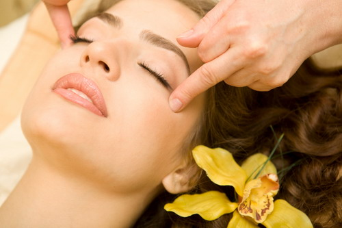 Several ways of massaging the face to make the face always fresh for those of you who want to try to do a facial massage for yourself here are some ways of massaging the face is usually practiced by massage experts solutioingenieria Image collections