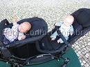 Carrinho de gémeos com assentos face pais