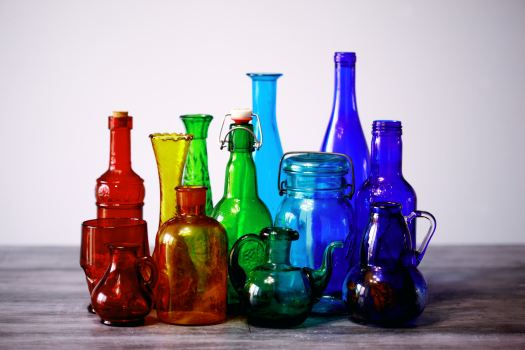Pretty colored glass bottles, rainbow sequence. Photo by Sharon McCutcheon on Unsplash