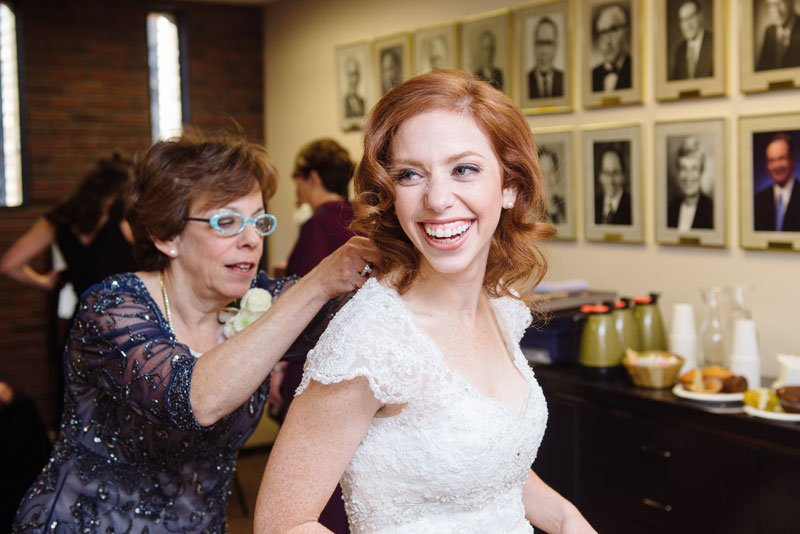 bride getting ready at Beth El Synagogue in St Louis Park MN