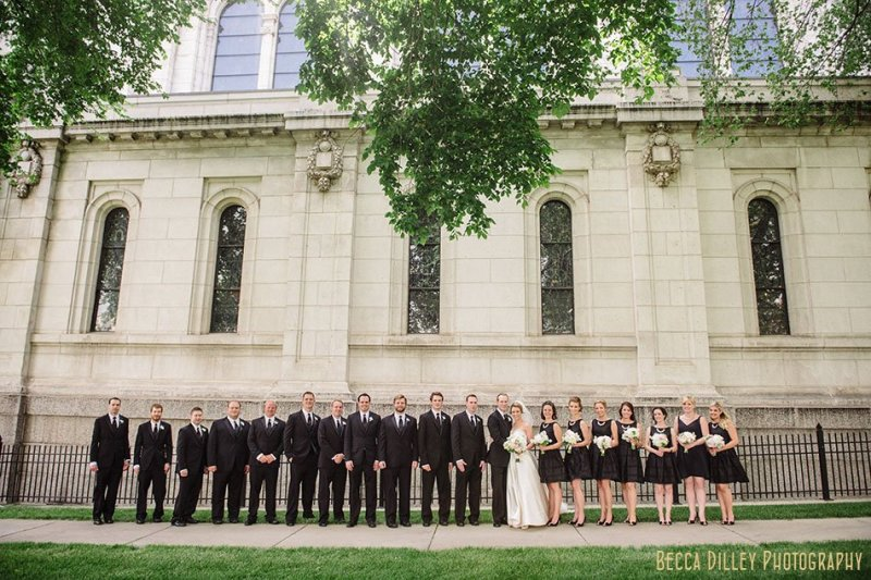 large wedding party outside of basillica wedding minneapolis