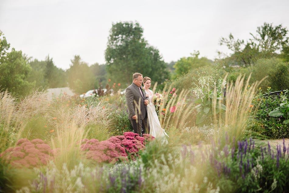 minnehaha falls rose garden wedding ceremony minneapolis photographer