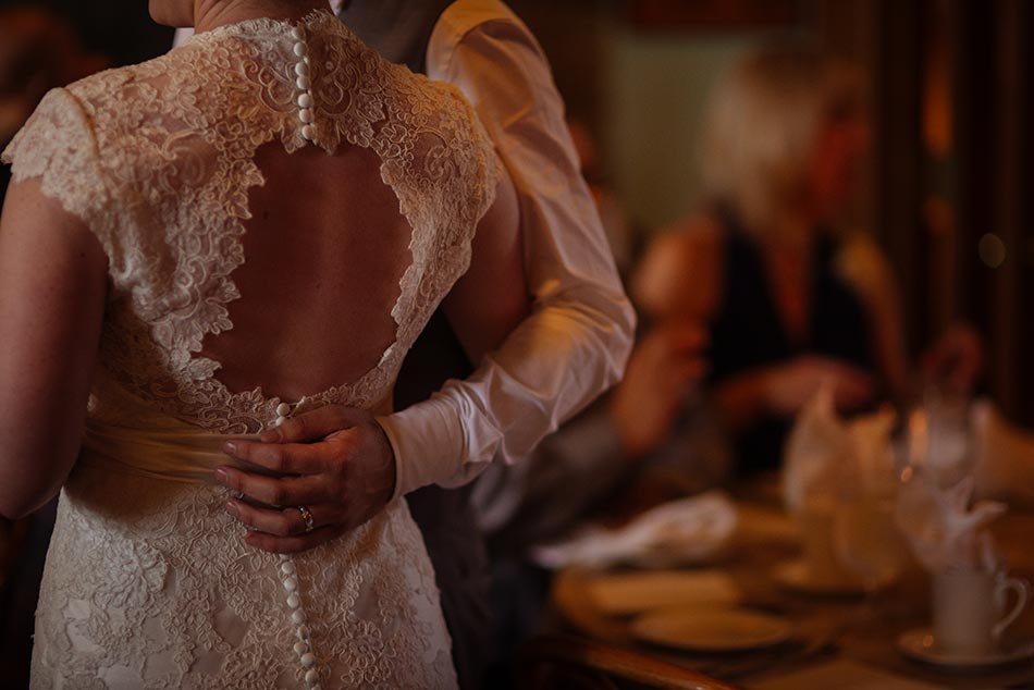 brides back wa frost wedding photographer st paul mn