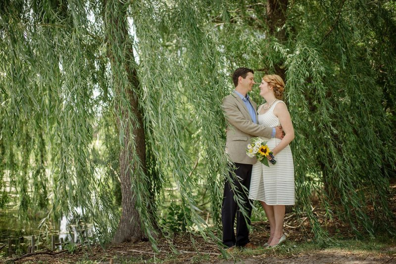 bride and groom minnesota backyard wedding