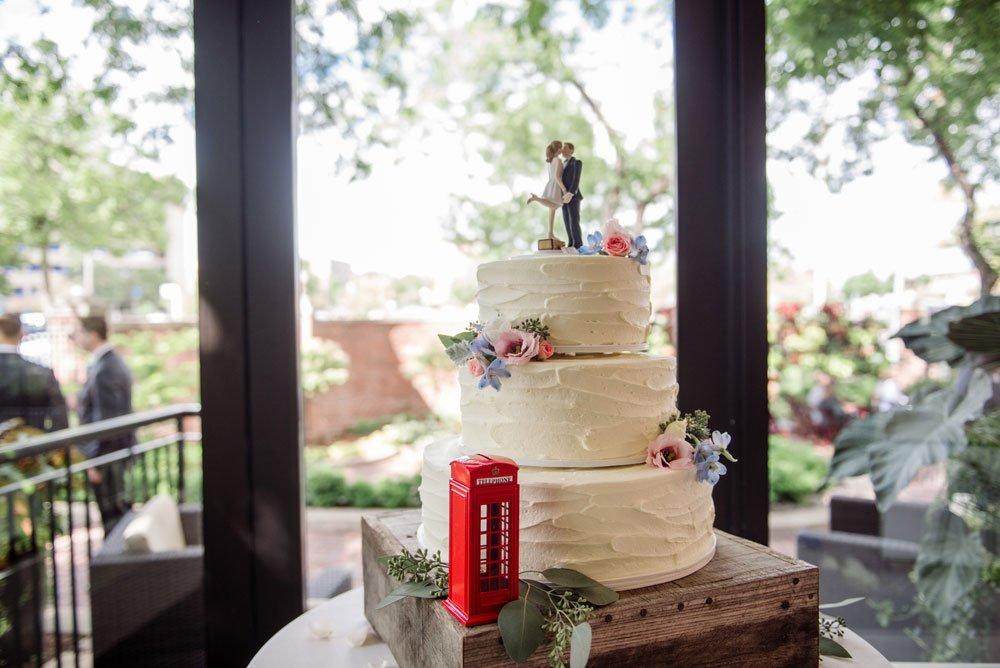 cake at MEC wedding Minneapolis