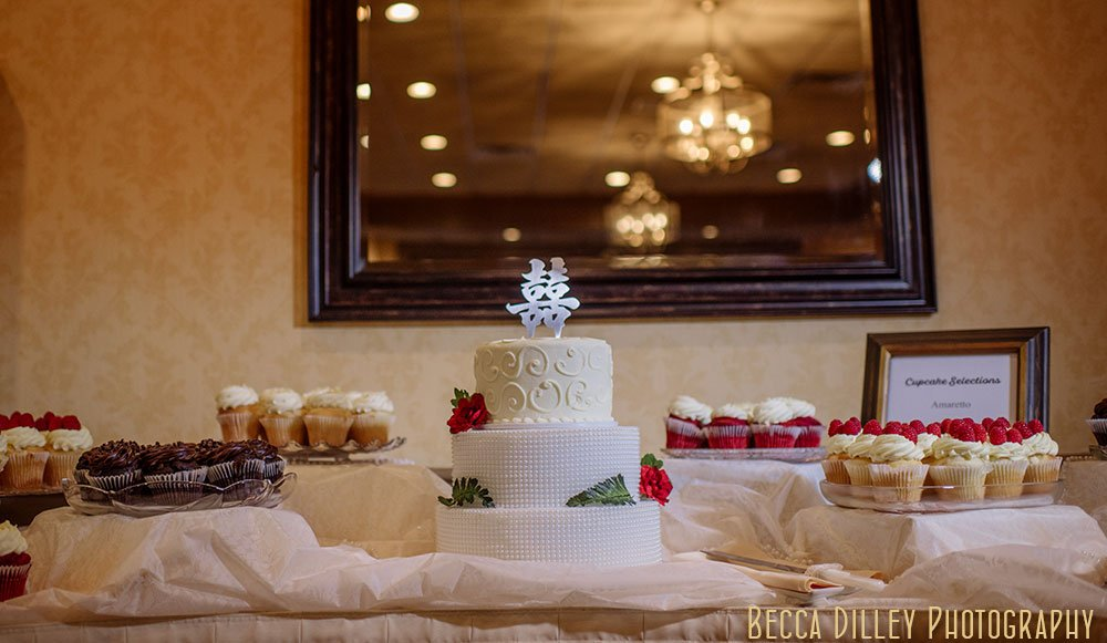 Wedding cake with Chinese symbol for double happiness at Rush Creek Golf Club