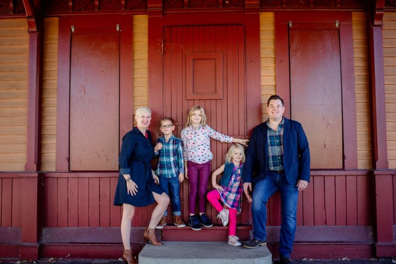 2017 favorite photos best Minneapolis photographer family at minnehaha falls