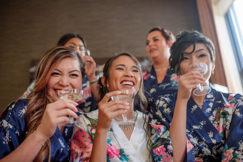 2017 favorite photos best Minneapolis photographer bridesmaids and champagne