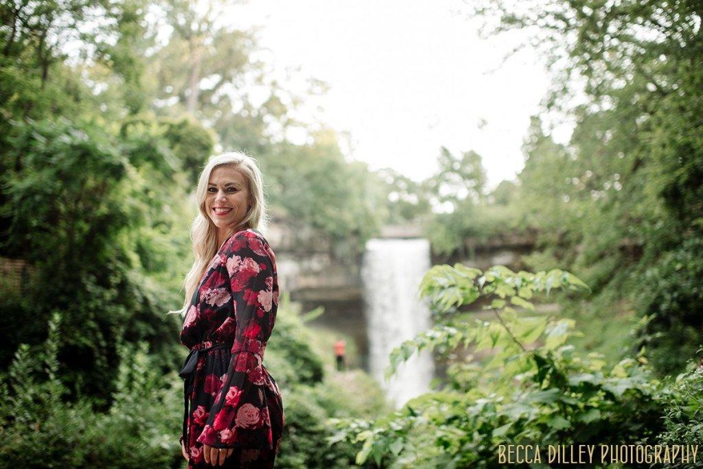 Minneapolis stylish portraits minnehaha falls