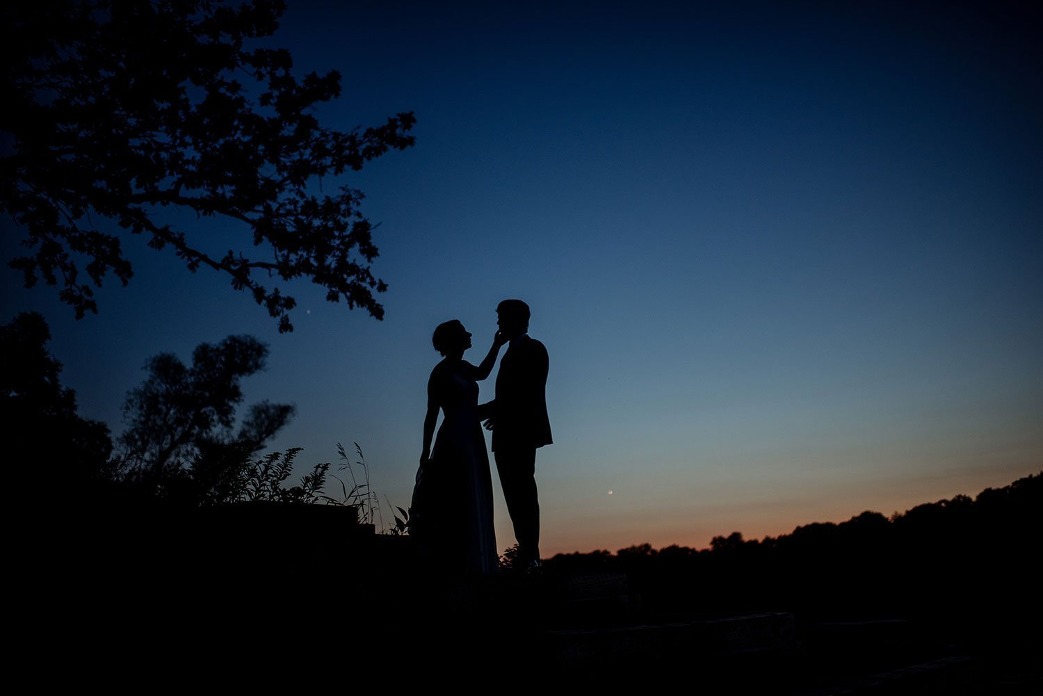 wedding photography questions - minneapolis wedding photographer couple as silhouette